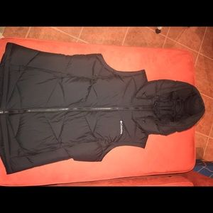 Columbia Pike Lake Hooded Vest, size large